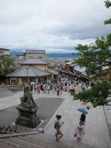 Great view from Kiyomizudera! See the view beyond the shopping street into the mountain? Wish I had taken a few more shots as it disappeared behind the fog when I returned later.